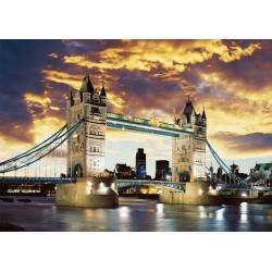 Tower Bridge di notte